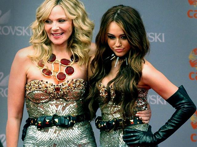101709 Miley Cyrus Kim Cattrall