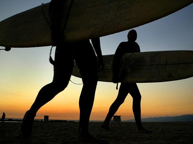 2699367CA002_surfer
