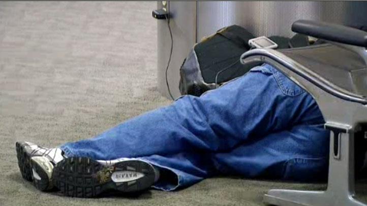 Airport-Traveler-Stranded