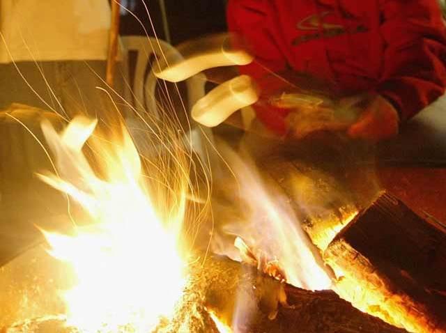 Beach-Fire-Marshmallow