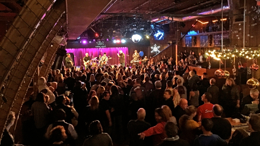 Belly Up Crowd by Dan Chusid cropped