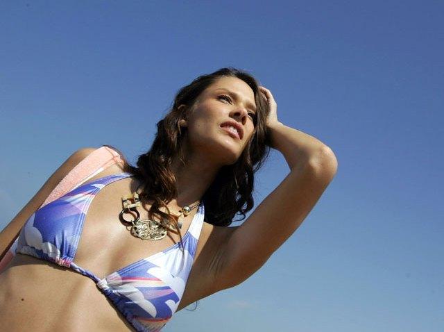 Bikini-Blue-Sky-640-x-480