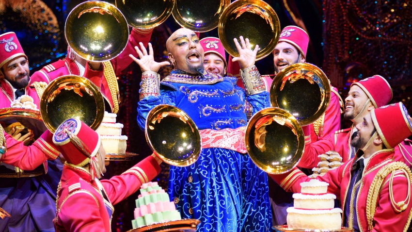 Friend_Like_Me_2._Anthony_Murphy_(Genie)_and_Original_Cast_of_Aladdin_North_American_Tour._Photo_by_Deen_van_Meer