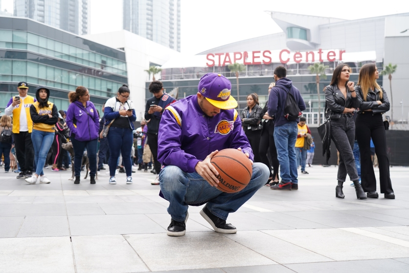Fans Mourn Death of NBA Great Kobe Bryant