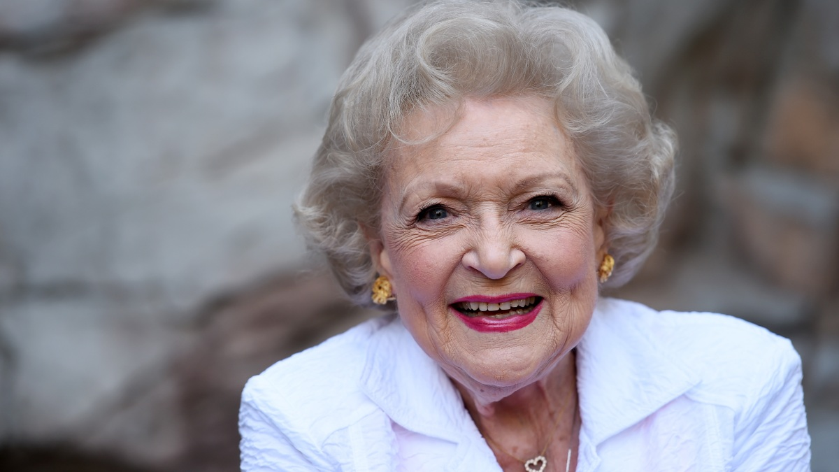 Betty White to Star in Lifetime Movie, Guaranteeing a Very Merry Christmas