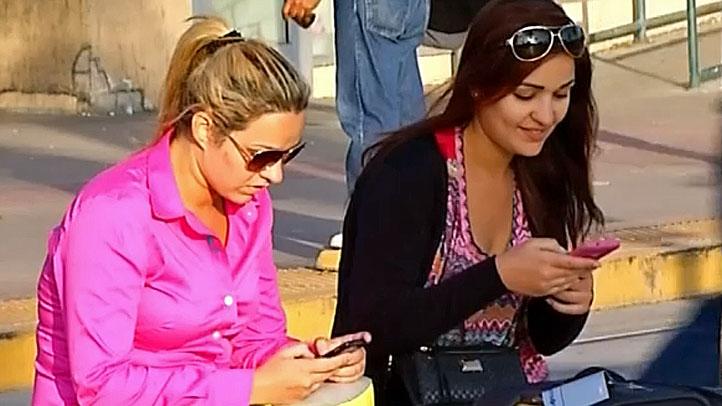 Hispanic-Women-Phone-Generi