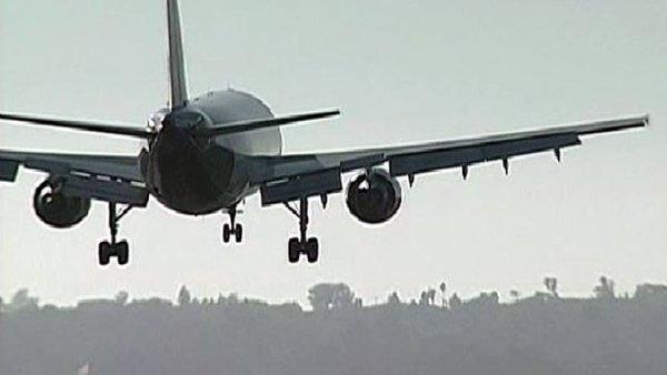 Plane arriving generic 1