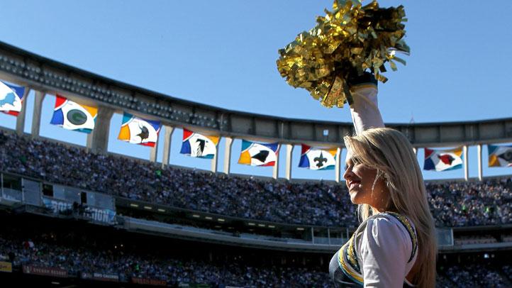 Qualcomm-Cheerleader-Crop