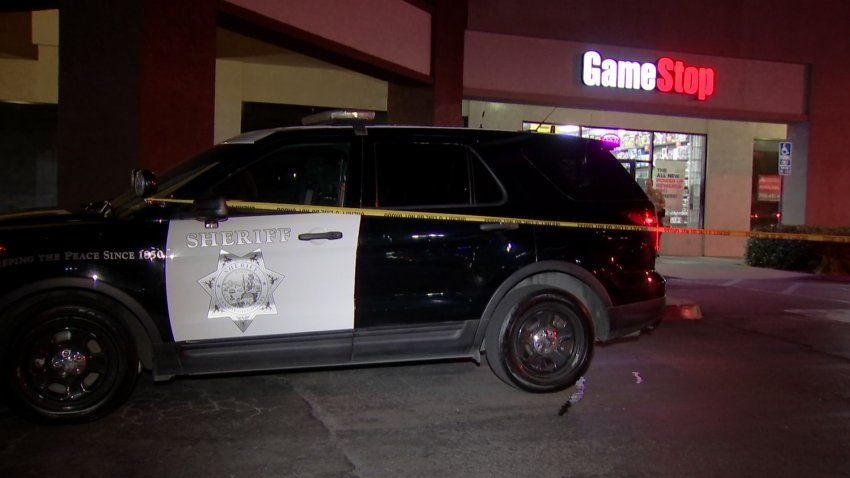 Picture of Sheriff's car in front of GameStop