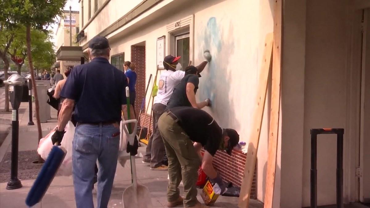 La Mesans Volunteer To Cleanup After Protests