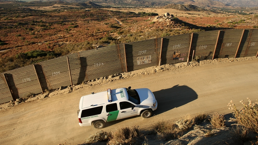 border patrol vehicle near border