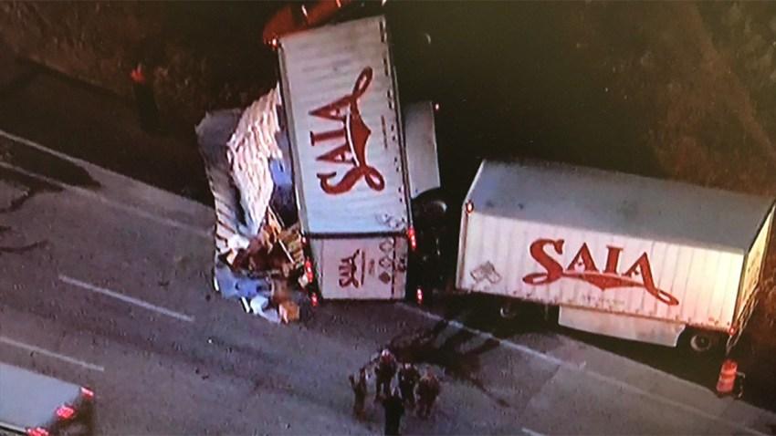 box-truck-overturned-I5-0212