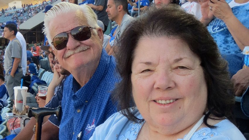 couple-missing-family-photo