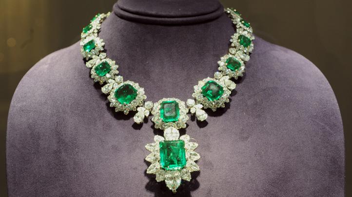 elizabeth-taylor-christies-jewelry-exhibit-lead