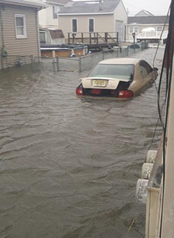 flood-submerged-car-350-622