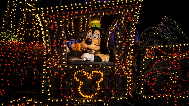 goofyDisneys-Electrical-Parade-9