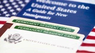 main-trump-green-card-cambio-shutterstock_232231384