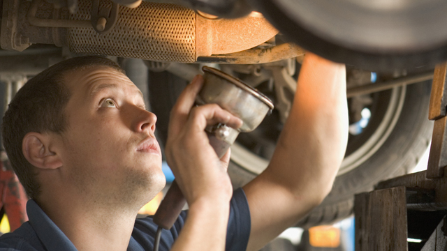 [PHI] Mechanic works on car