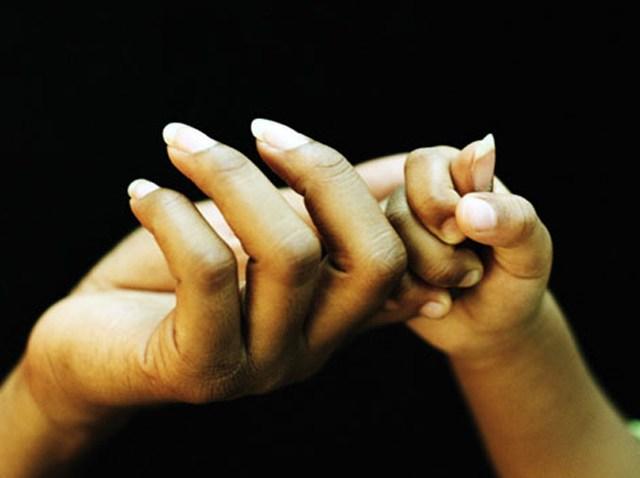 mom-daughter-hands