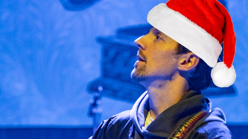 A photo illustration of Jason Mraz in a Santa hat