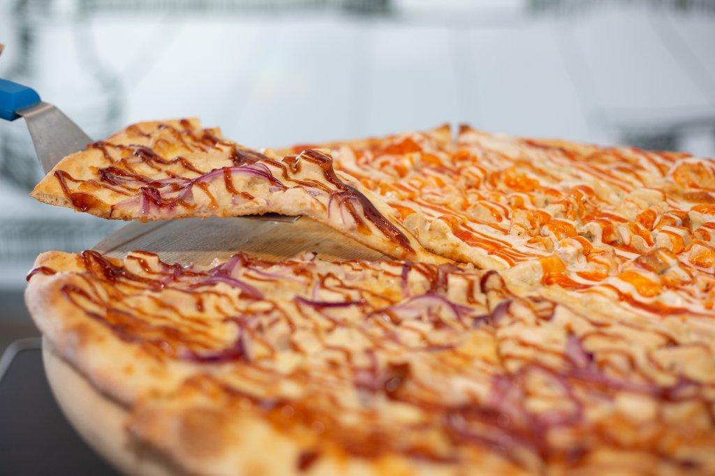 An image of Landini's Pizzeria BBQ Chicken Pizza.
