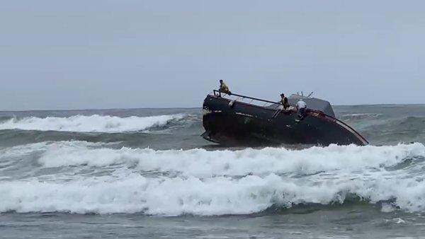 David-Ramirez-capsize-boat-point-loma-3.