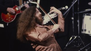 Robby Steinhardt with KANSAS film music video circ June 1982