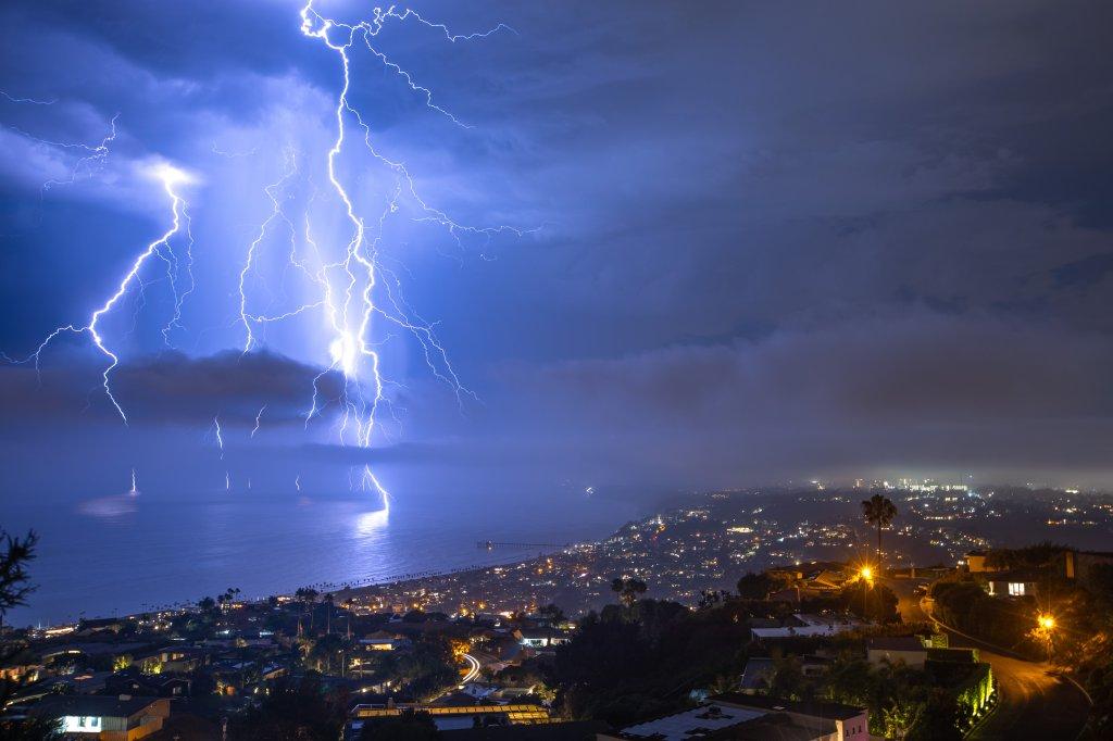 lightning over la jolla credit Ryan McCasland