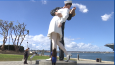 Sailor in Iconic Photo, Waterfront Statue, Dies at Age 95