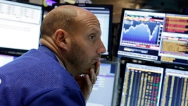 Dow Plunges Almost 500 Points After Bleak China Report
