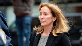 Felicity Huffman Reports to Calif. Prison in College Cheating Scandal