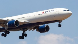 Delta Flight Descends Nearly 30,000 Feet in Minutes