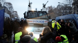 Tear Gas in Paris, but Fewer Protesters and Bigger Demands