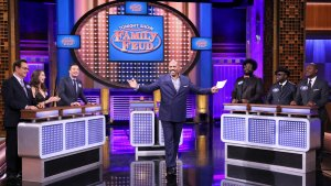 'Tonight' Family Feud with Steve Harvey, Alison Brie
