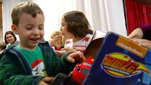 Amazon Delivers Xmas Gifts to Military Kids