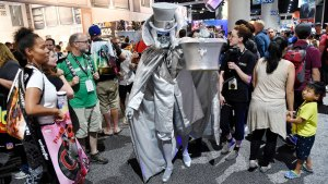 Fans Flood San Diego Comic-Con at Wednesday's Preview Night