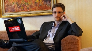 Snowden Gives Support to Oliver Stone Film After Screening