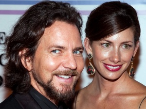 Eddie Vedder Marries in Hawaii