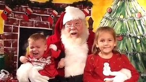 #SantaPhotoFail: Pics of No Good Santa Encounters