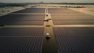 Top News: China's Floating Solar Farm Project