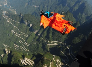 Calif. Wingsuit Flier's Body Trapped After Deadly Cliff Jump