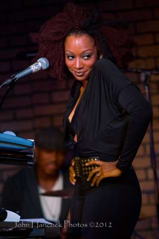 Sy Smith @ Queen Bee's