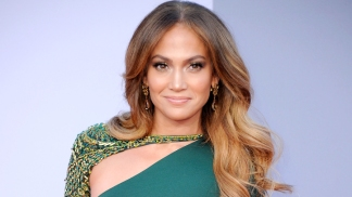 J. Lo Scoops Up Beach Crib