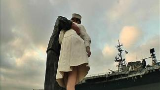 Kissing Statue to Stay in Bay