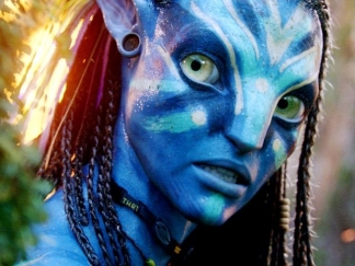 "Zoe Saldana: Avatar Is ""An Amazing Love Story"""