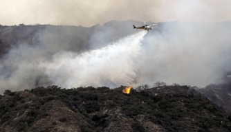 2 Wildfires Near Los Angeles Force Hundreds to Flee