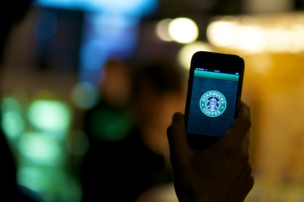 Starbucks, Apple Team Up to Serve Free Apps