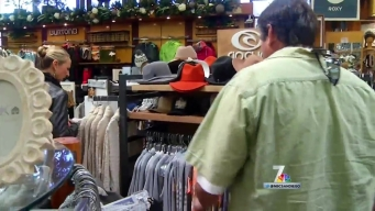 Some Shoppers Turn to Clerks to Help Pick Last-Minute Gifts