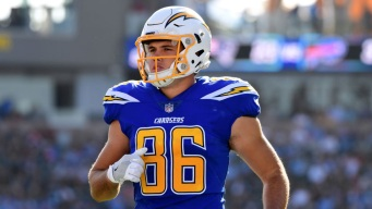 Chargers Add Tight End Hunter Henry to Active Roster