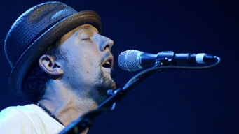 Jason Mraz Tops Myanmar Anti-Trafficking Concert